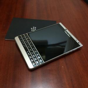 Blackberry Passport Silver - LikeNew
