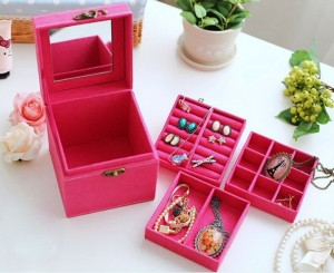 Hộp đựng trang sức nhiều ngăn giá sỉ thiết kế hộp tinh tế nhỏ gọn và sang trọng mang đến cho bạn không gian để đồ trang sức đẹp mắt và thuận tiện hơn