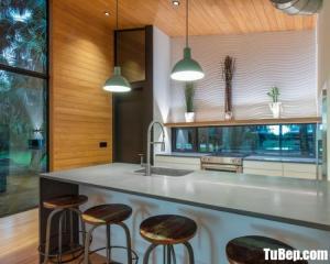 Tủ bếp chữ L chất liệu Acrylic bóng gương kết hợp bàn đảo – TBN0051
