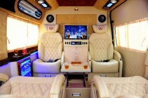 Ford Transit Limousine, 10 chỗ, bản trung...