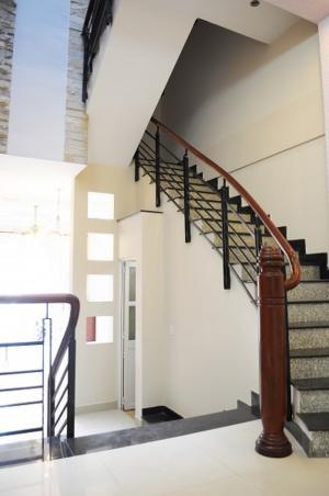 Cho thuê phòng quận Phú Nhuận có BAN CÔNG siêu thoáng, Full nội thất,Free nước, nét, cáp, GIỜ TỰ DO