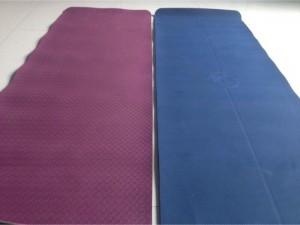 Cần thanh lý 2 thảm tập Yoga bám chắt và thấm hút tốt