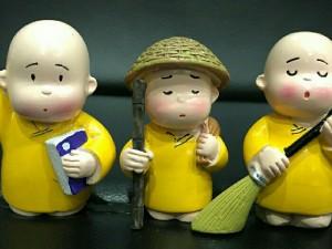 3 chú tiểu màu vàng