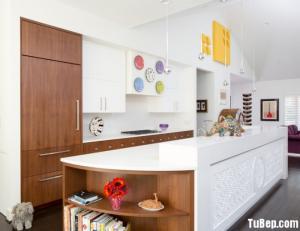 Tủ bếp Laminate vân gỗ kết hợp hệ tủ kho và bàn đảo hiện đại,tinh tế