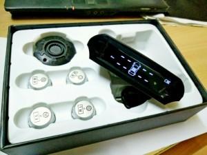 Sản phẩm sẽ có cảnh báo bằng âm thanh và hình ảnh tới bạn mỗi khi áp xuất lốp quá thấp < 1,7 Bar hoặc > 3,3 Bar hoặc nhiệt độ lốp > 70*C