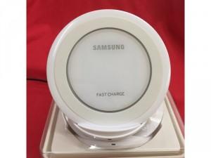 Đế Sạc Nhanh Không Dây Samsung NG930