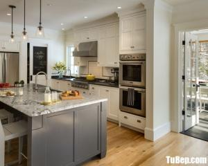 Tủ bếp chất liệu gỗ Sồi Mỹ nhập khẩu kết hợp bàn đảo hiện đại – TBN0056