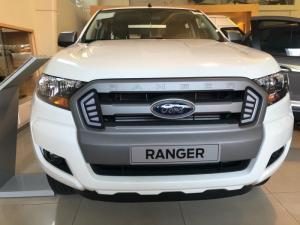 Ford Ranger XLS AT Trả trước 150 triệu giao xe ngay!