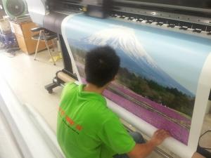 Dịch vụ in canvas chất lượng cao tại In Kỹ Thuật Số thực hiện trên máy in mực dầu, mực UV Nhật Bản, đầu phun hiện đại, cho chất lượng màu sắc, độ trung thực hình ảnh cao