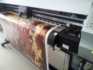 In vải canvas mực dầu bóng: ngoài lớp mực dầu như trên ra thì còn thêm lớp dầu bóng, bức tranh trở nên bóng bẩy, thu hút hơn, đồng thời lớp dầu giúp mực lâu bay màu, giữ được độ sắc nét trong thời gian dài