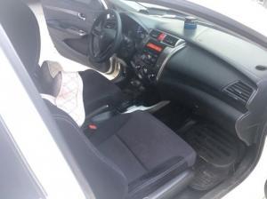 Bán Honda City 1.5AT màu trắng số tự động sản xuất cuối 2013 một chủ mới 80%