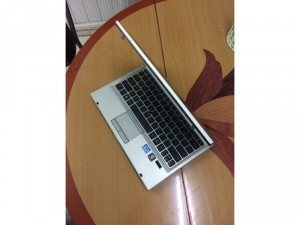Laptop HP Elitebook 2560p-CPU Intel Core i5 - 2520M ( 2.53Ghz x 4 CPU )