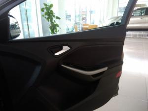 Ford Focus 1.5L Bản Trend tặng ghế da, DVD, Camera de, Phim 3M...