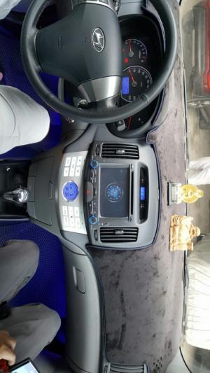 Bán Hyundai Avante 1.6AT màu bạc số tự động biển Sài Gòn đi 28000km