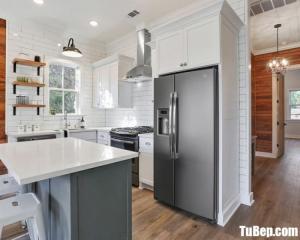Tủ bếp chữ U chất liệu Sồi sơn men trắng kết hợp bàn đảo nhỏ xinh xắn – TBN0056