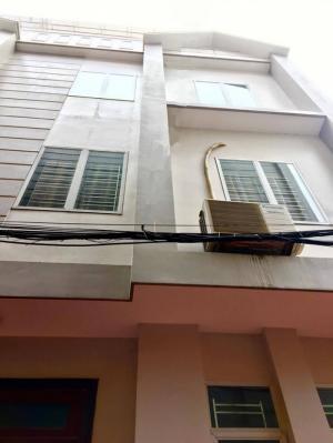 Nhà 4Tx42m2,ngay gần mặt đường đỗ cách nhà 10m,hướng ĐN