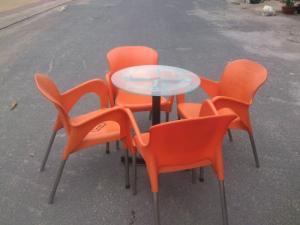 Bàn ghế cafe - ghế nhựa nữ hoàng màu sắc đa...