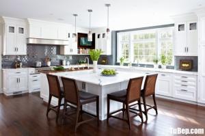 Tủ bếp gỗ Căm Xe màu trắng chữ L phù hợp không gian rộng – TBT58