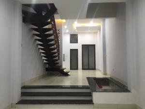 Bán nhà kiến trúc đẹp.có giếng trời và tiều cảnh ở Văn quán-HĐ(48m2*4T-Gác lửng)