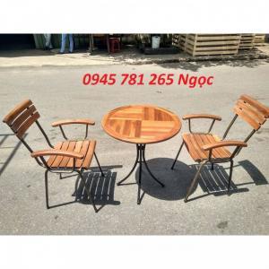 Bộ bàn ghế sân vườn fanxipan có tay vịn