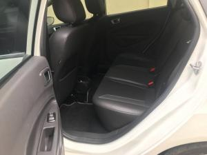 Ford Fiesta Ecoboost 2017 trắng, xe đẹp, giá hợp lý