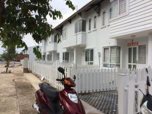 Cho thuê nhà 1 trệt 1 lầu có sân vườn Nhơn Trạch Đồng Nai