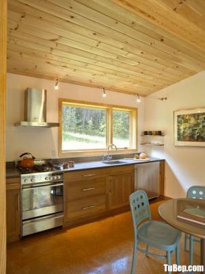 Tủ bếp gỗ Sồi thiết kế phù hợp không gian hẹp – TBT63