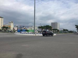 Đất đã có sẵn nhà cấp 4, mặt tiền đường Lê Văn Linh, gần biển