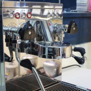 Bán máy pha cà phê Wellhome KD 310VP - dòng WPM mới nhất có bơm tăng áp giúp chiết xuất tối đa cà phê.