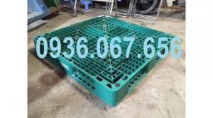 Pallet nhựa cũ giá rẻ tại TPHCM màu xanh lá