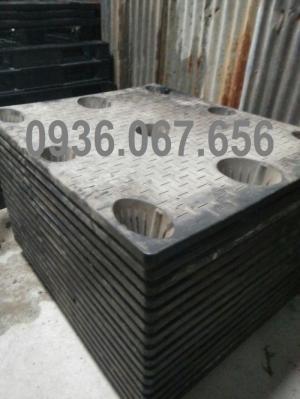 Pallet nhựa cũ giá rẻ tại TPHCM liền khối