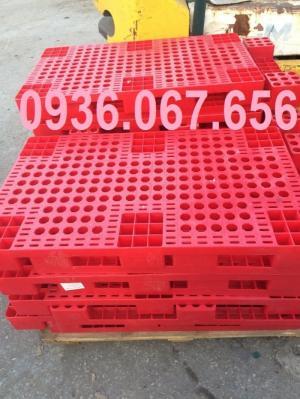 Pallet nhựa cũ giá rẻ tại TPHCM màu đỏ
