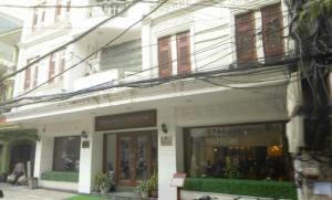 Cho thuê nhà mặt phố Nguyễn Chí Thanh diện tích 100m2, mặt tiền 10m.