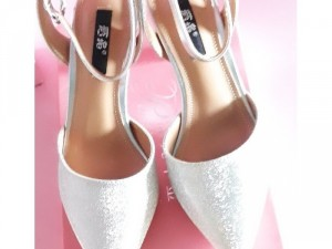 Giày cao gót kim sa sang chảnh