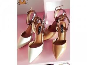 Giày cao gót kiểu dáng thanh lịch