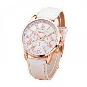 đồng hồ màu trắng