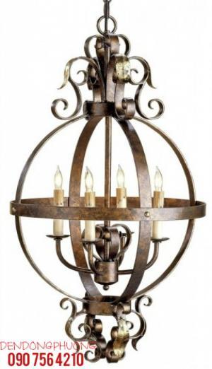 Đèn chùm sắt thuộc dòng cổ điển Phương Tây