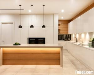 Tủ bếp gỗ Acrylic chữ L có bàn đảo tiện dụng – TBT68