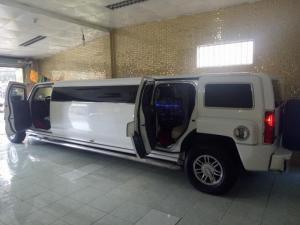 Siêu xe Limosine 3 khoang Hummer H3 tự động nhập Mỹ màu trắng
