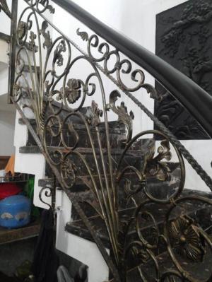 Làm cầu thang sắt tại nhà