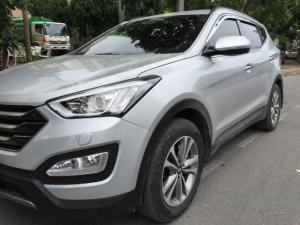 Tôi kẹt tiền bán Huyndai Santafe 2015 tự động màu bạc xe rất mới đẹp