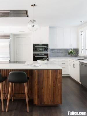 Tủ bếp chất liệu Acrylic bóng gương kết hợp bàn đảo hiện đại – TBN0065