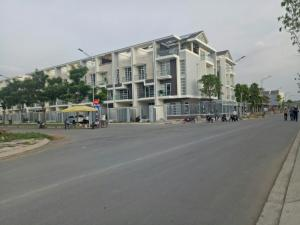 Bán Biệt Thự Đơn Lập Quận 7 dt 14.8 X 20  giá Hoang Mang cho Người Giàu Sang