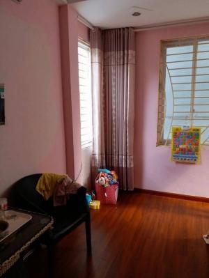 Nhà mặt phố Hào Nam, 70m2 . Ô TÔ, VỈA HÈ.