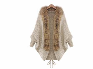 Áo choàng len lông vũ với kiểu dáng hiện đại, hợp thời trang đã trở thành một loại trang phục được rất nhiều bạn gái yêu thích.
