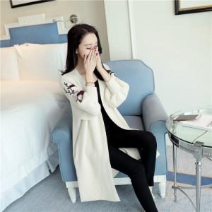 Áo khoác len Cardigan hoa với kiểu dáng hiện đại, hợp thời trang đã trở thành một loại trang phục được rất nhiều bạn gái yêu thích.