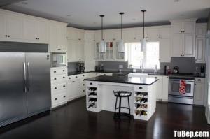Tủ bếp gỗ Xoan Đào thiết kế bán cổ điển có bàn đảo – TBT74