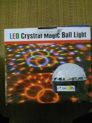 Đèn LED cầu xoay vũ trường 7 màu 6 Led kiêm loa nghe nhạc MP3 cao cấp .