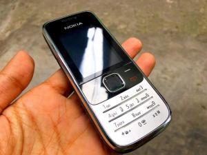Nokia 2730 Zin chính hãng New có 3G,pin trâu siêu rẻ. Có giao tới