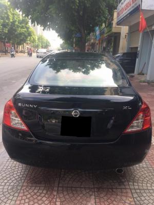 Cần bán chiếc xe Nissan Sunny 2013 số sàn màu đen